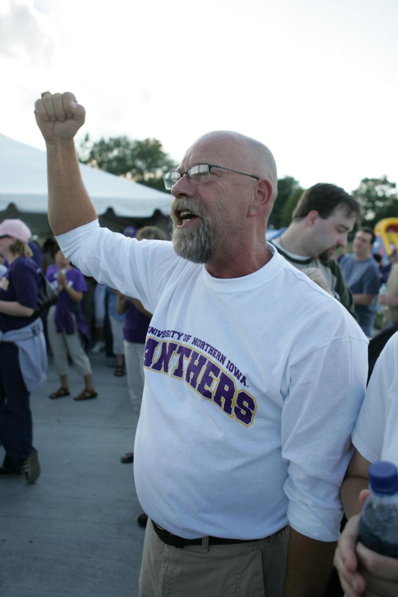 alumni member cheering